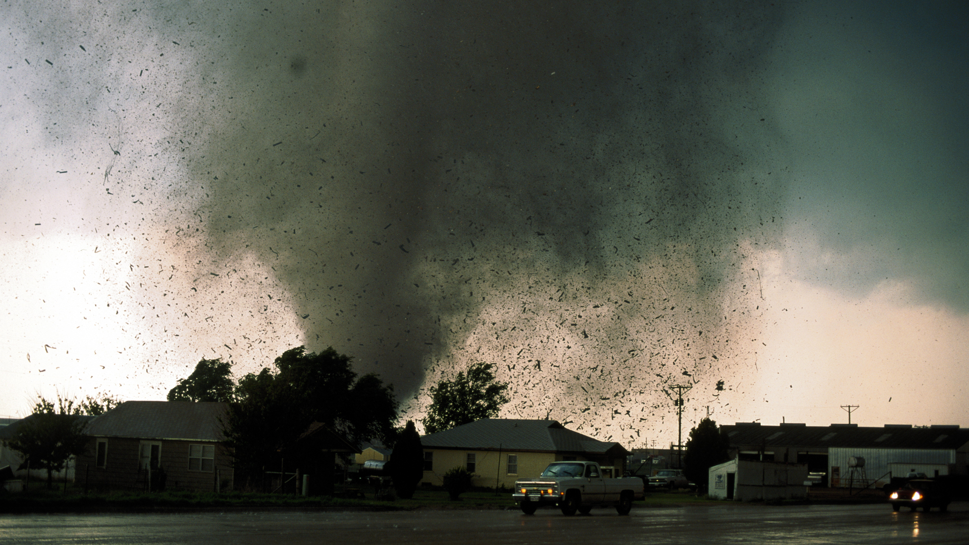 On the United States was struck by a powerful tornado ...