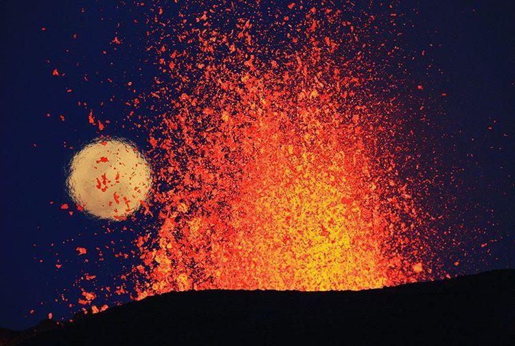 Kết quả hình ảnh cho The Piton de la Fournaise volcano eruption