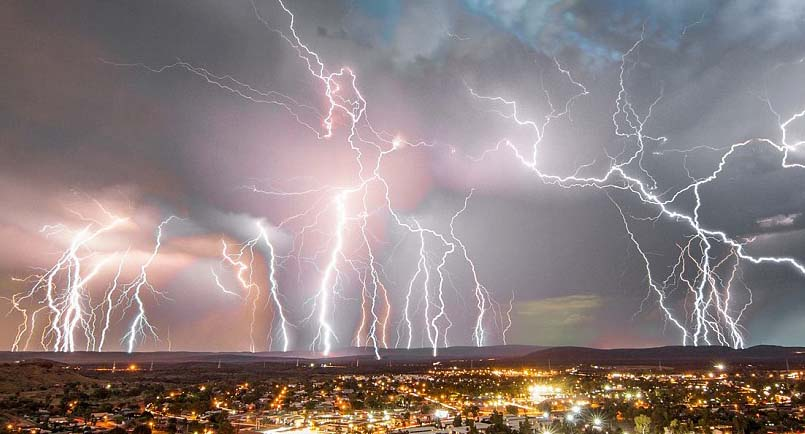 2ddf457100000578-3293440-a_devastating_storm_rolled_across_the_country_on_tuesday_night_a-a-43_1446039493136