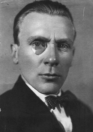 an analysis of symbolism in the master and margarita a novel by mikhail bulgakov Hellebust, rolf (2013) chaos and uiut in bulgakov's belaia gvardiia working paper university of nottingham (unpublished.