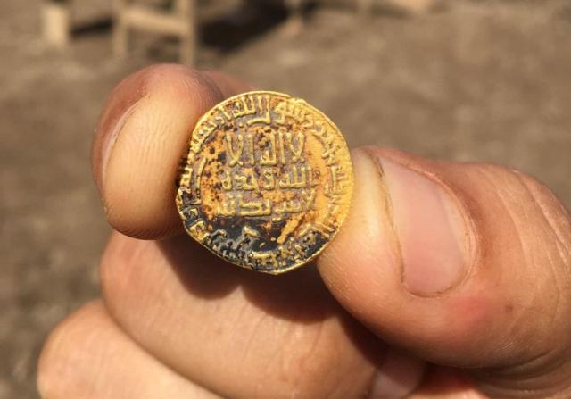 small-gold-arabic-coin-israel