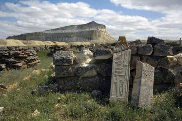 small-kamennyy-kompleks-kochevnikov-v-kazahstane