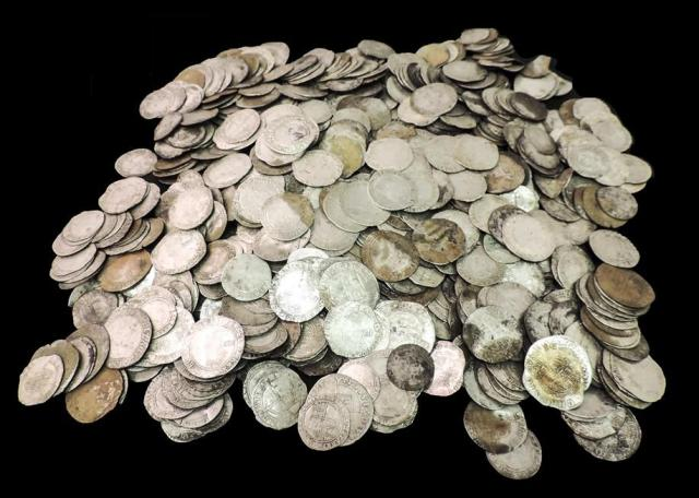 small-klad-serebryanyh-monet-vremen-angliyskoy-revolyucii-2