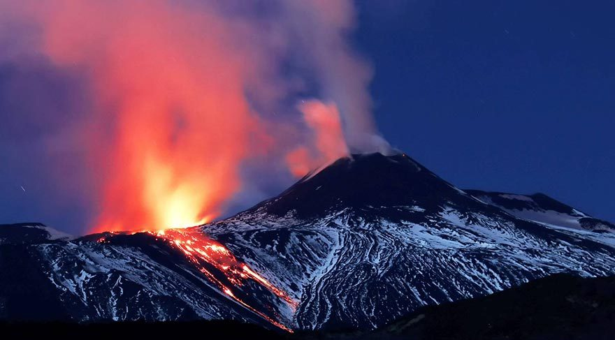 The Volcano Of Etna In Italy Does Not Cease Earth Chronicles News - 14 amazing volcanic eruptions pictured space