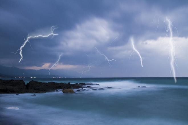 thunder and lightning live