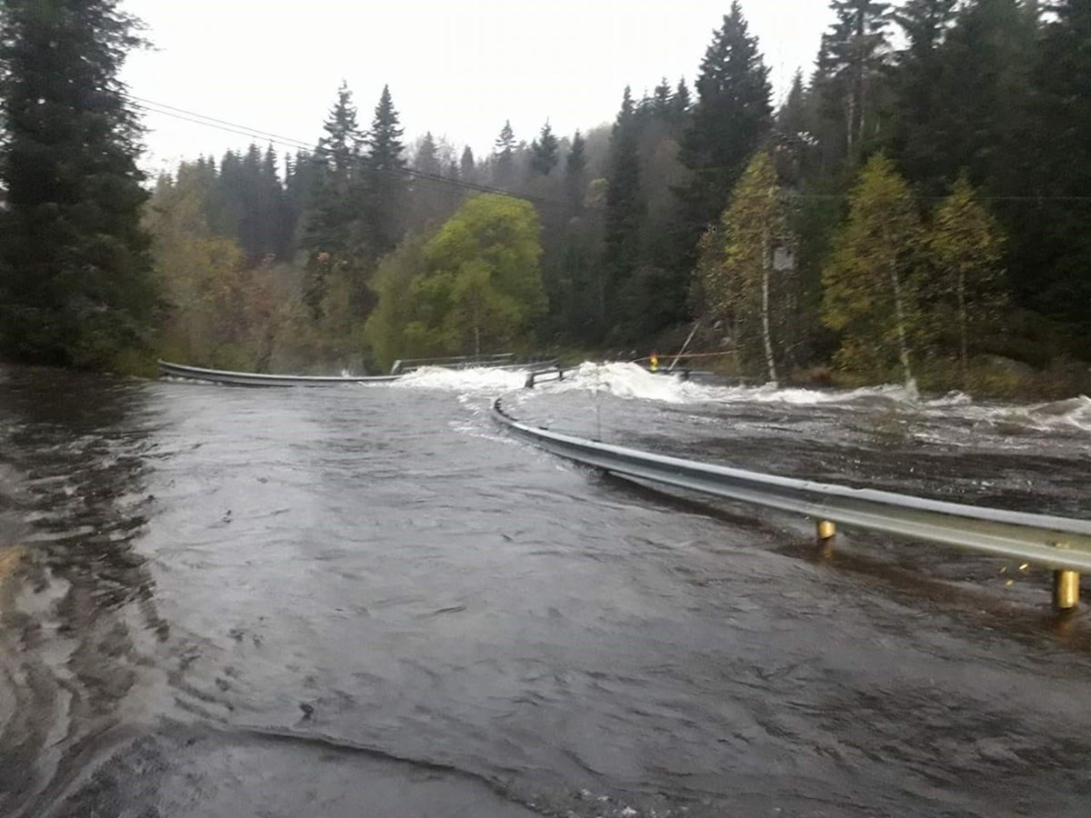 Flood in norway earth chronicles news the traffic administration stated that they do not even know the exact number of closed roads presumably about 70 the small settlement dragshot has been publicscrutiny Choice Image